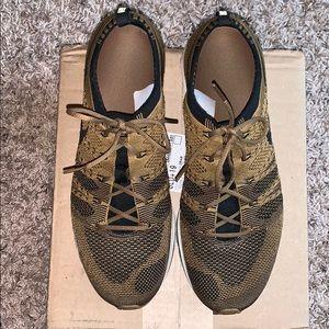 Men's Nike shoe